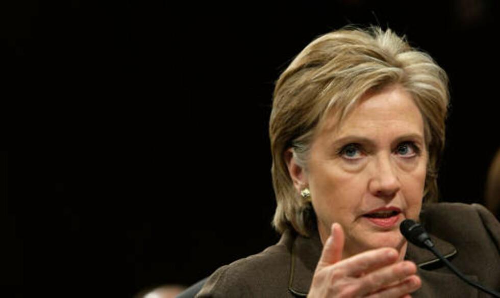 ADVARER: USAs utenriksminister Hillary Clinton truer med konsekvenser dersom Nord-Korea skyter opp raketten. Foto: SCANPIX/Alex Wong/Getty Images/AFP