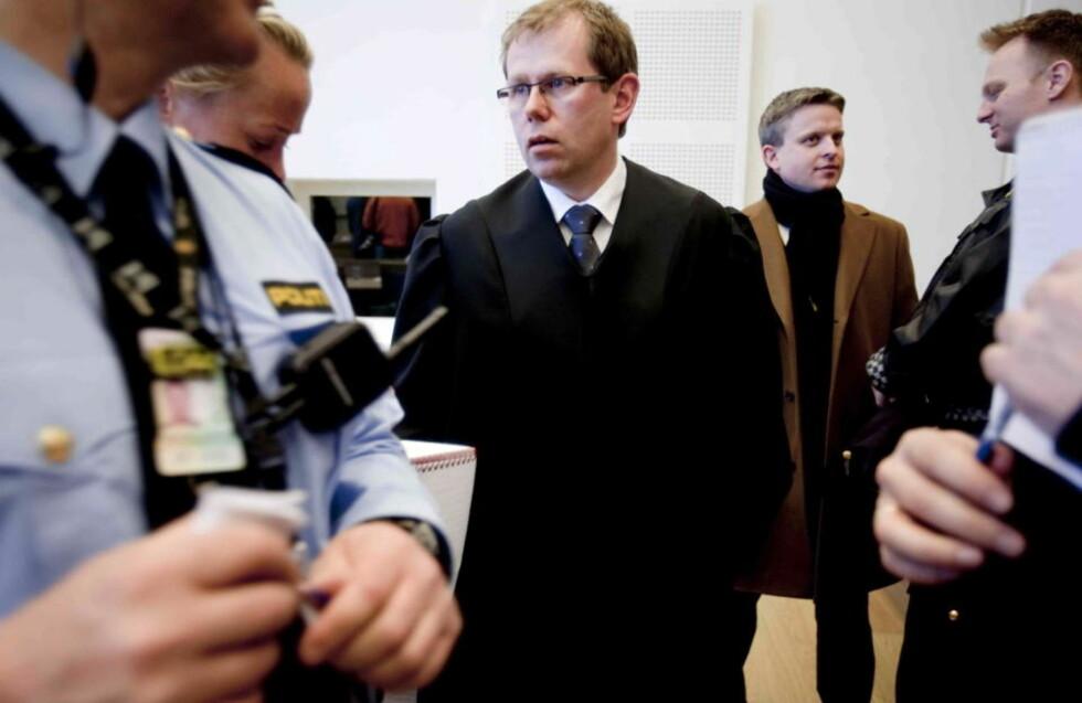 FORNØYDE: Statsadvokat Torbjørn Klundseter er fornøyd etter domsavsigelsen mot de fem tiltalte etter drapene på Vollheim gård. Foto: Stian Lysberg Solum / SCANPIX