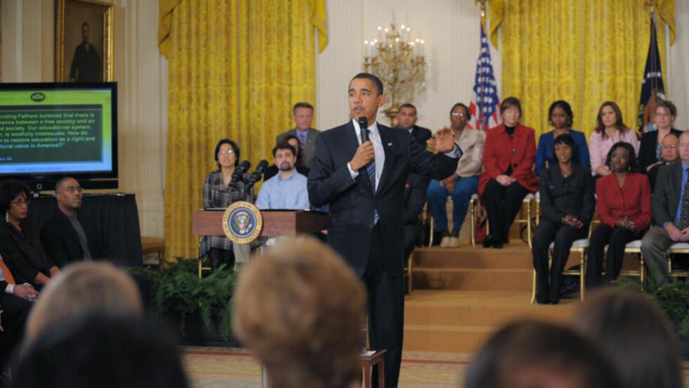 SVARTE FOLKET: Barack Obama holdt et folkemøte der han svarte på spørsmål som har kommet inn via nettsidene hans de siste dagene. Foto: AFP/SCANPIX