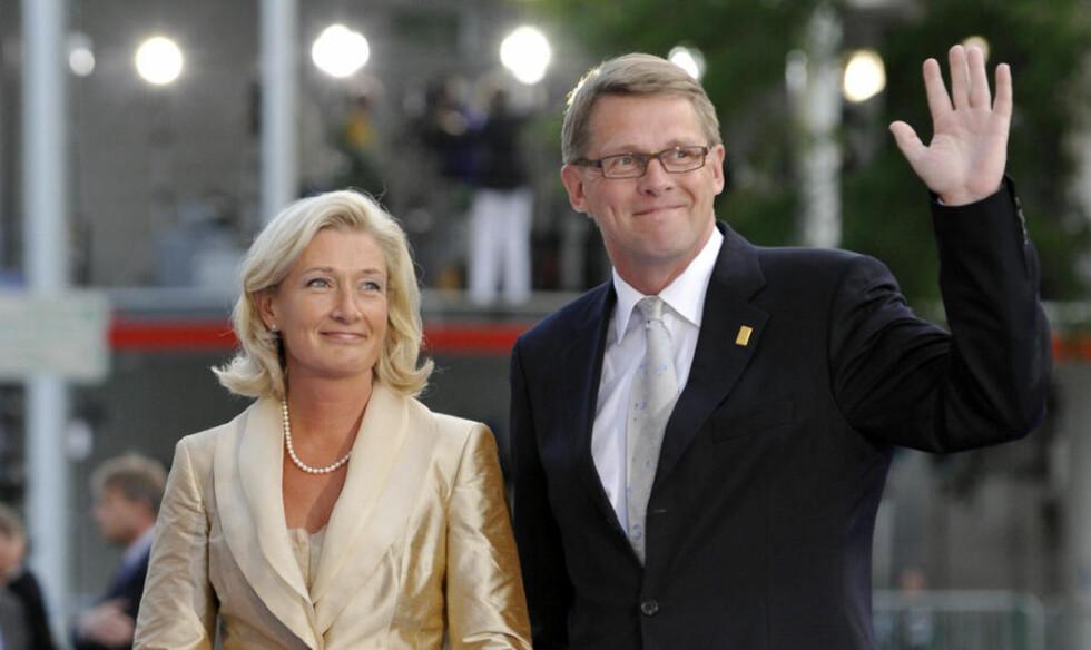 FORLOVET: Matti Vanhanen og kjæresten Sirkka Mertala på besøk hos  president Sarkozy i Paris i fjor. Foto: AFP/ Gerard Cerles/SCANPIX