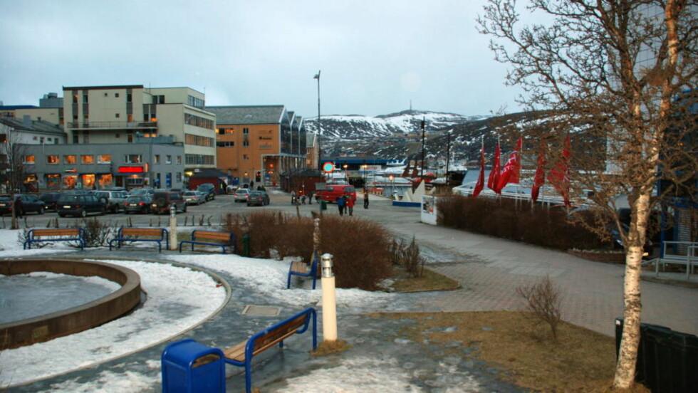 LITT STRØM TILBAKE: Hammerfest har delvis fått strømmen tilbake i dag morges, men må fremdeles belage seg på utkopling og problemer.   Arkivfoto: Carl Christian Engstad, Finnmark Dagblad / SCANPIX