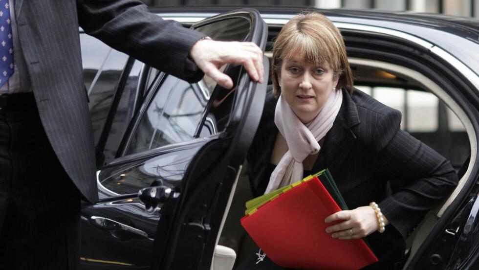 PINLIG PORNOTABBE: Innenriksminister Jacqui Smith i den britiske regjeringen leverte i juni i fjor en internettregning til arbeidsplassen for refusjon. Regningen inneholdt en tv-pakke med to pornofilmer. - Jeg er forbanna og ydmyket, sier Smith i en uttalelse i dag. Foto: AFP/Shaun Curry/SCANPIX