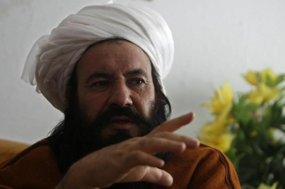 PRESSET TIL Å KRIGE: Tidligere Taliban-kommandant, mullah Abdul Salam, mener de fleste Taliban-soldatene egentlig ønsker å legge ned våpnene. I dag er han guvernør i  Musa Qala i søndre del av Helmand provinsen. Foto: REUTERS/Omar Sobhani/SCANPIX