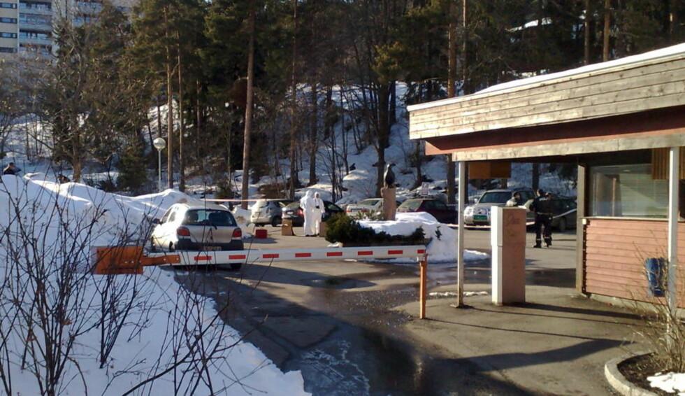 KRIMTEKNISK: Politiets krimteknikere er på plass for å undersøke åstedet. Foto: ØISTEIN NORUM MONSEN/Dagbladet