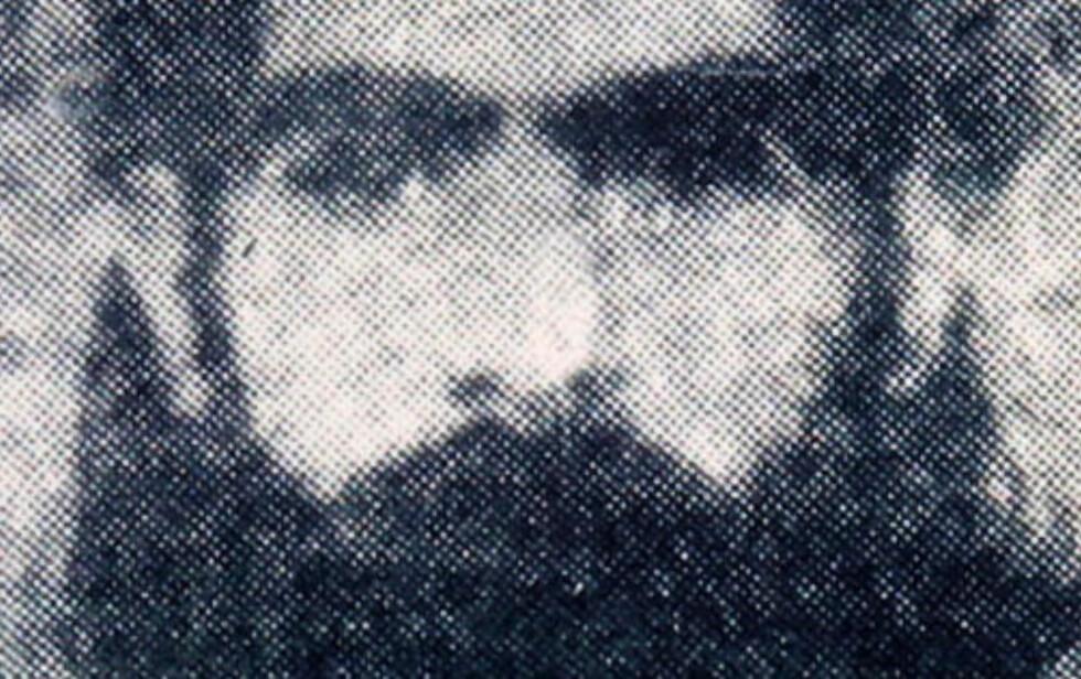 ET SJELDENT SYN: Dette arkivfotoet er et av de få bildene som finnes av Taliban-leder mulla Omar. Foto: AP Photo/File/SCANPIX