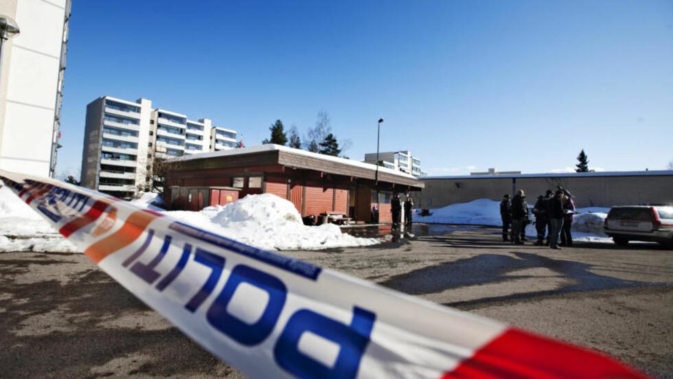 ÅSTEDET: En mann ble knivstukket og drept på Romsås i Oslo. Politiet pågrep senere en mann som de mistenker for drapet. Drapet skjedde på en parkeringsplass i et boligområde.  Foto: Kyrre Lien / SCANPIX