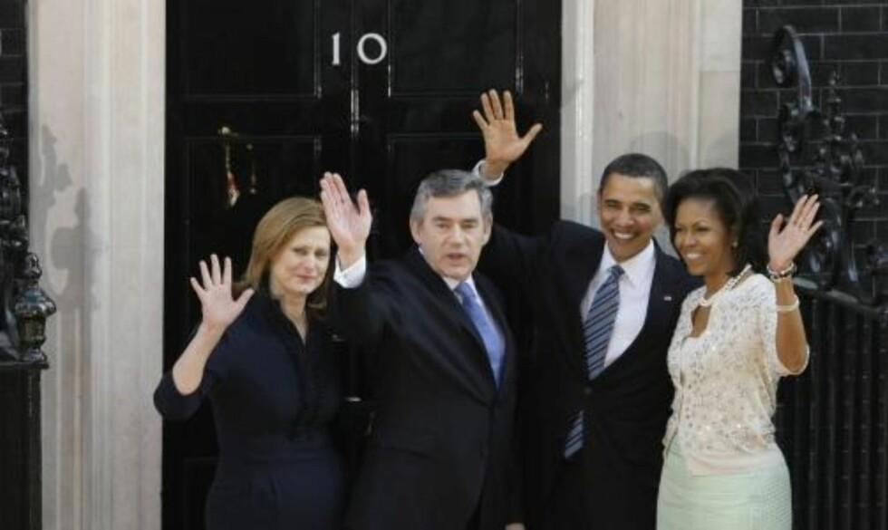 I DOWNING STREET: Barack Obama og hans kone Michelle på besøk hos statsminister Gordon Brown og kona Sarah. Foto: AP Photo/Matt Dunham/SCANPIX