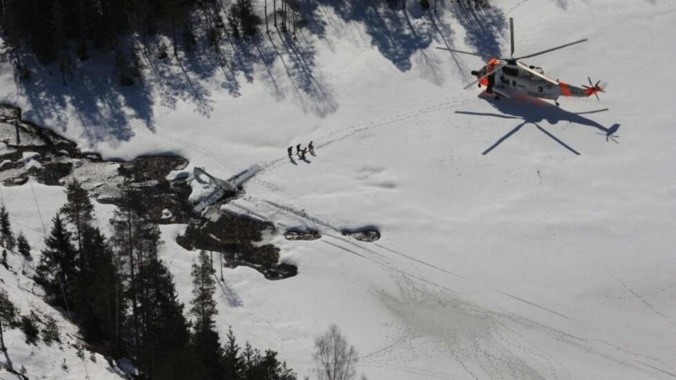 NØDLANDING: Ingen ble alvorlig skadd da et småfly måtte nødlande i Østmarka. Foto: Terje Løchen