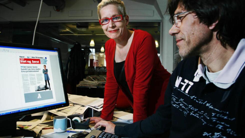 TAR GREP: Sjefredaktør Anne Aasheim og produktutvikler Jens O. Kløvrud i ferd med å finpusse sistesida på morgendagens avis. Leserne vil finne flere forandringer, men med avisads tradisjoner ivaretatt mellom de to inngangene. FOTO: STEINAR BUHOLM
