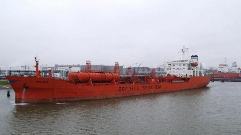 KARPET: Det norskeide skipet Bow Asir var på vei fra Persiabukta til Mombasa i Kenya da det i løpet av morgentimene torsdag 26. mars ble overmannet av somaliske pirater, som fulgte etter tankeren i to mindre båter.   Foto: EPA/SCANPIX