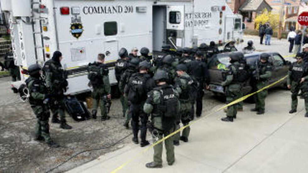 DREPTE TO UMIDDELBART: Og den tredje ble skutt da han responderte på meldinger om hjelp. Foto: ROSS MANTLE / AFP / SCANPIX