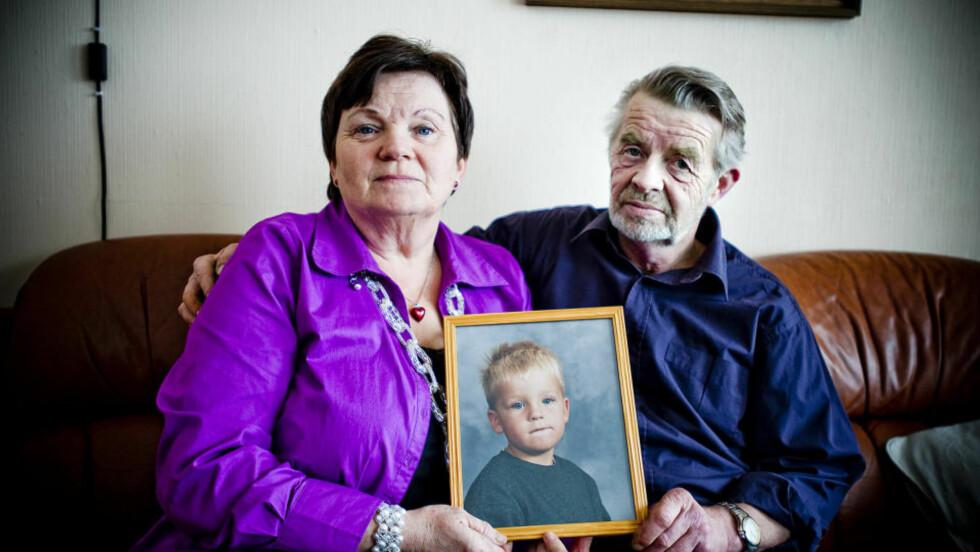 LYSLUGG: Portrettet ble tatt da Christoffer var sju år, rett før marerittet startet. Det går ikke en dag uten at besteforeldrene tenker på ham. Foto: THOMAS RASMUS SKAUG/DAGBLADET
