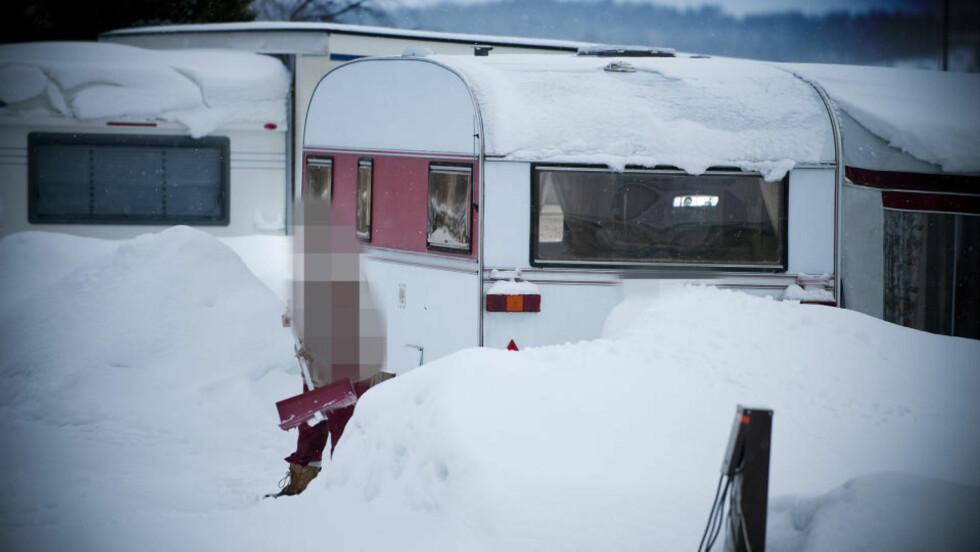CAMPINGLIV: Ifølge et familiemedlem bor Christoffers mor og stefar og den lille babyen som ble født i januar i år i denne campingvogna et sted på Østlandet. Foto: THOMAS RASMUS SKAUG
