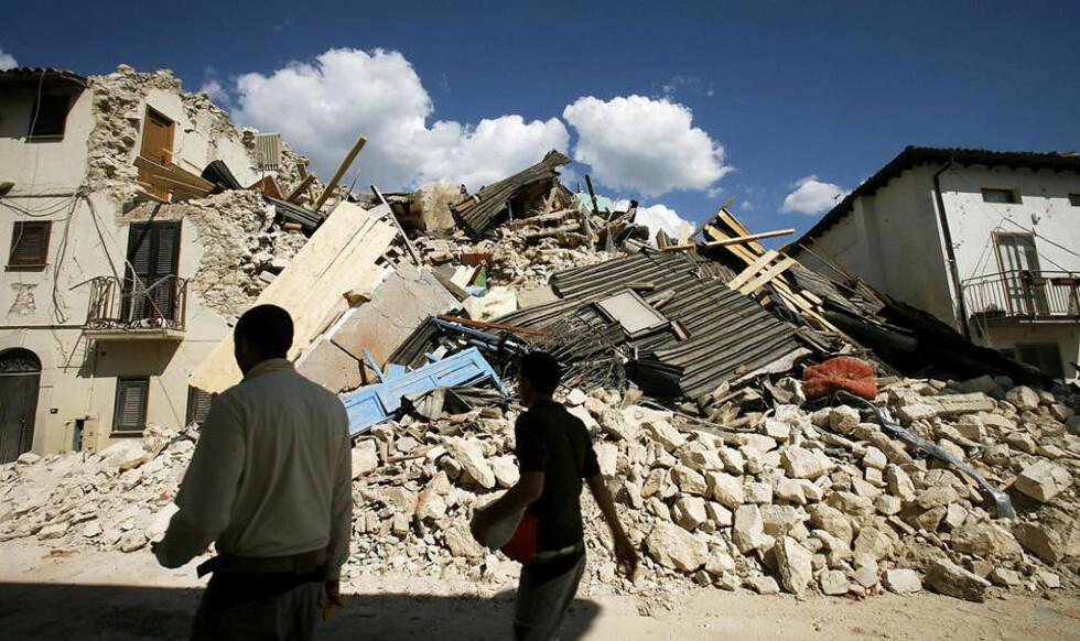 STORE ØDELEGGELSER: Abruzzo-regionen er hardt rammet av jordskjelvet. Her fra landsbyen Onna. Foto: ALESSIO PIERDOMENICO/REUTERS/SCANPIX