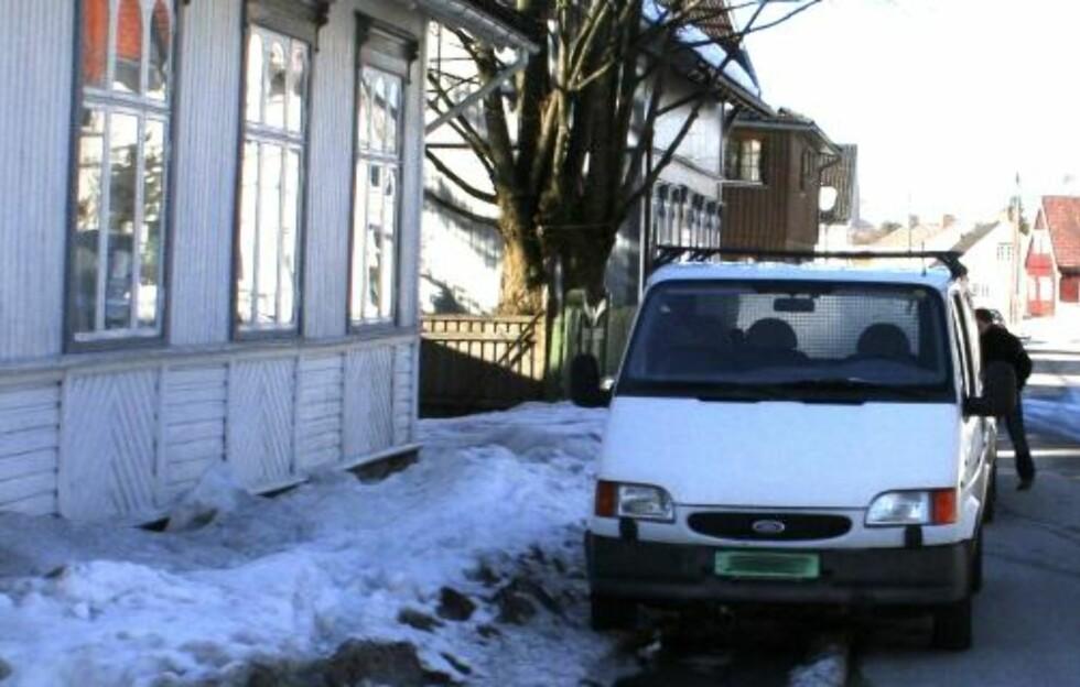 FUNNET I VAREBIL: Millionmaleriet ble kort tid etter tyveriet funnet i denne varebilen i Porsgrunn. Foto: Politiet/SCANPIX
