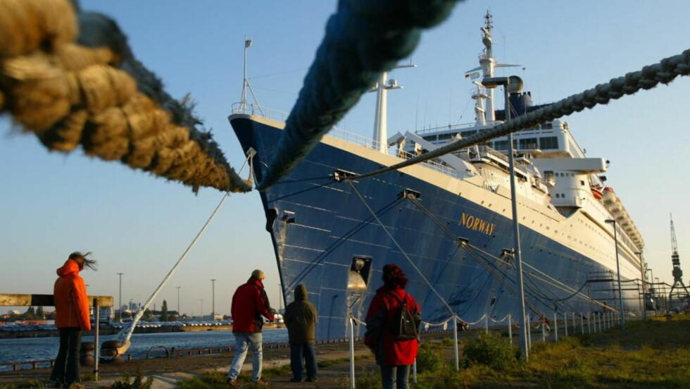 ÅSTED FOR MILJØKRIMINALITET? Ifølge amerikanske myndigheter ble det dumpet oljeholdig vann fra det tidligere cruiseskipet SS Norway. Foto: SCANPIX.