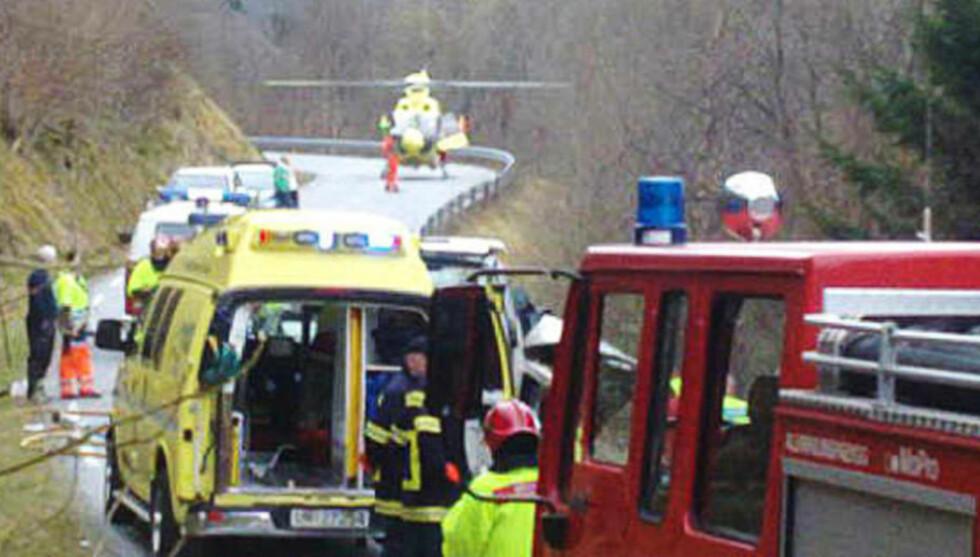 STORUTRYKNING: Redningsmannskapene var raskt på ulykkesstedet - men måtte konstatere at tre personer var døde. Foto: TORE AARFLOT/MØRE