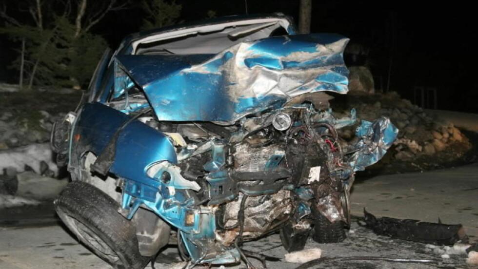 OMKOM: En norsk kvinne omkom i en frontkollisjon i Sverige i går kveld. Politiet mistenker at føreren av den andre bilen hadde promille. Foto: TOR AAGE HANSEN