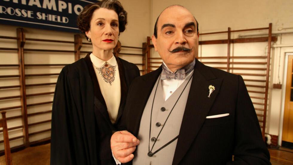 SMART BELGIER: Hercule Poirot (David Suchet) løser tullete mordgåter uten å rufse til barten. Foto: NRK