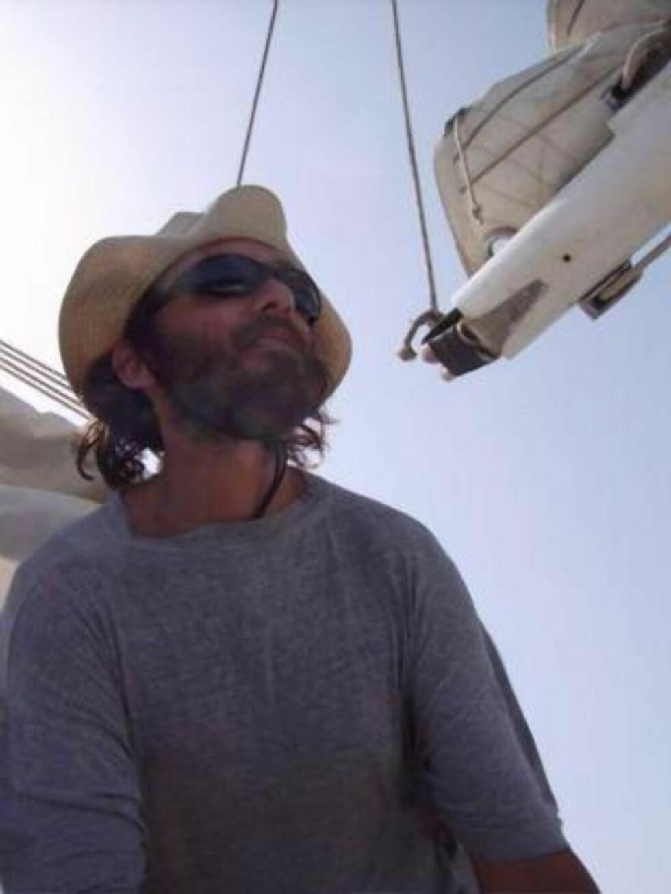 SKAL GRANSKES: I går ble Florent Lemacon drept under en aksjon mot somaliske pirater. Franske myndigheter utelukker ikke at han kan ha blitt truffet av franske kuler og vil granske det som skjedde. Foto:  EPA/TANIT PHOTO BLOG / SCANPIX