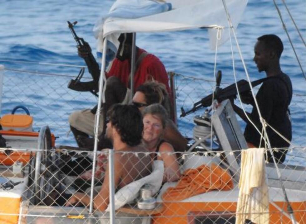 FORHANDLINGENE BRØT SAMMEN: Franske spesialstyrker gikk til angrep dagen etter at forhandlingene med piratene brøt sammen torsdag. Foto:  EPA/FRENCH NAVY /SCANPIX