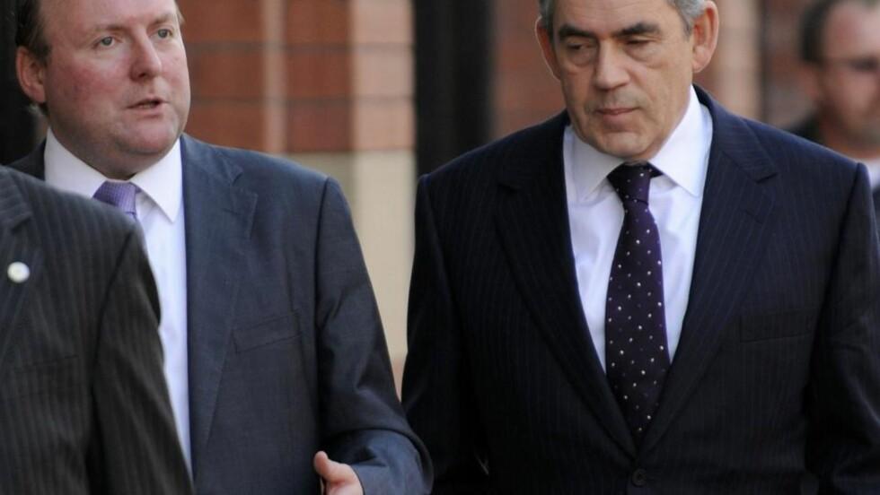 TRAKK SEG: Damian McBride, her fotografert sammen med Gordon Brown i september i fjor, har måttet trekke seg etter en epostskandale. Foto: REUTERS/Toby Melville/Scanpix