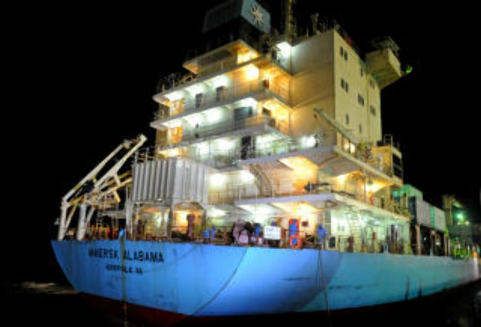I HAVN: I går kveld kom Maerks Alabama til havnen etter et mislykket kapringsforsøk onsdag. Foto: AFP PHOTO/Roberto SCHMIDT/SCANPIX