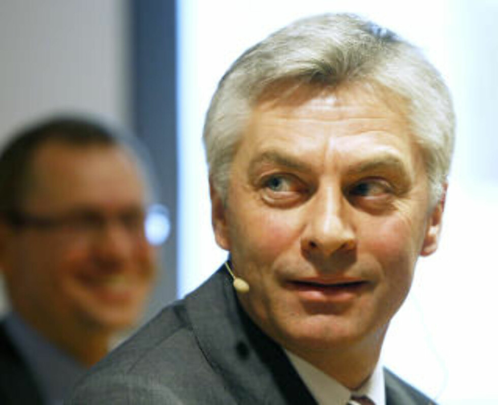 LANSERTE FORSLAG: Simen Lieungh i Aker Solutions. I bakgrunnen finansdirektør Leif Borge. Foto: Knut Falch / SCANPIX