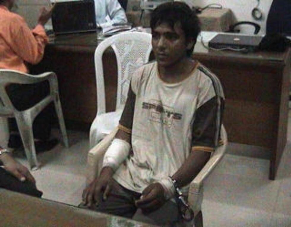 ALENE: Kasab er den eneste av ti terrorister som overlevde aksjonen i Mumbai. Her avfotografert under varetekten. Foto: REUTERS/CNN IBN/SCANPIX