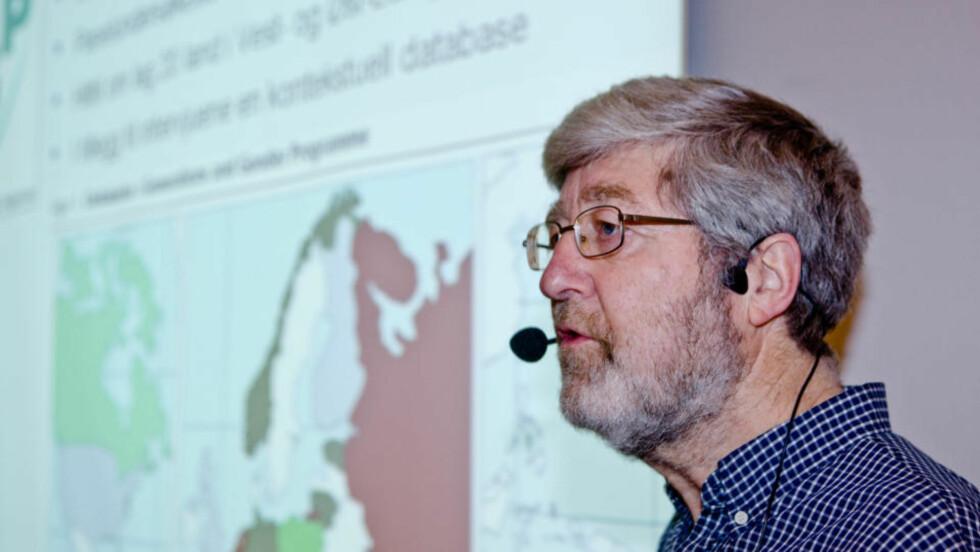 TROR IKKE Å FLERTALL MUSLIMER: Forsker i Statistisk sentralbyrå, Helge Brunborg, under et seminar hvor det ble presentert forskningsresultater fra studien av livsløp, generasjon og kjønn. Dette er en av de største studiene av demografi og levekår som er blitt gjort i Norge. Foto: Cornelius Poppe / SCANPIX