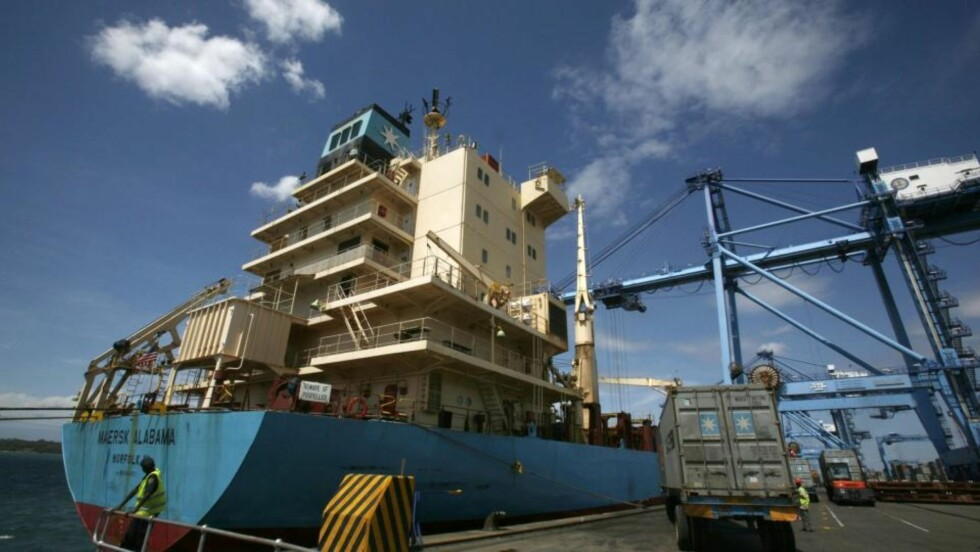 GA KAPRERNE KAMP:  Her er Maersk Alabama fotografert trygt i havn i Mombasa 15. april. Mannskapet på båten gir nå gode råd til andre sjømenn i en epost. Foto: REUTERS/Antony Njuguna (KENYA SOCIETY)