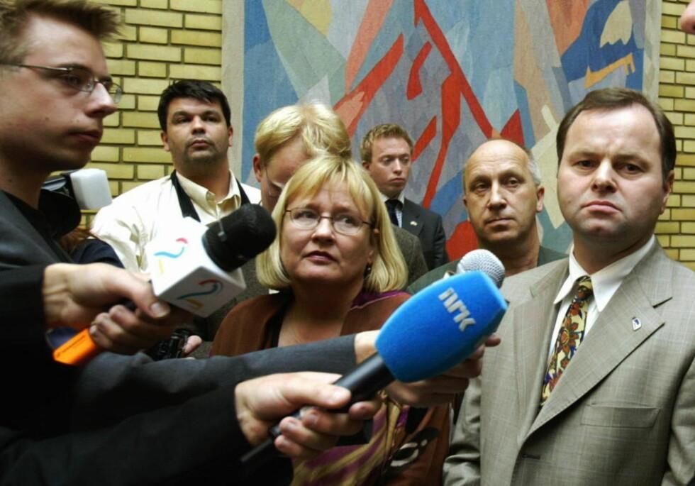 KRITISERER REGJERINGEN: Olemic Thommessen (til høyre, både politisk og på bildet), vil gjøre det vanskeligere for fildelere å slippe unna.  Foto: Terje  Bendiksby / SCANPIX