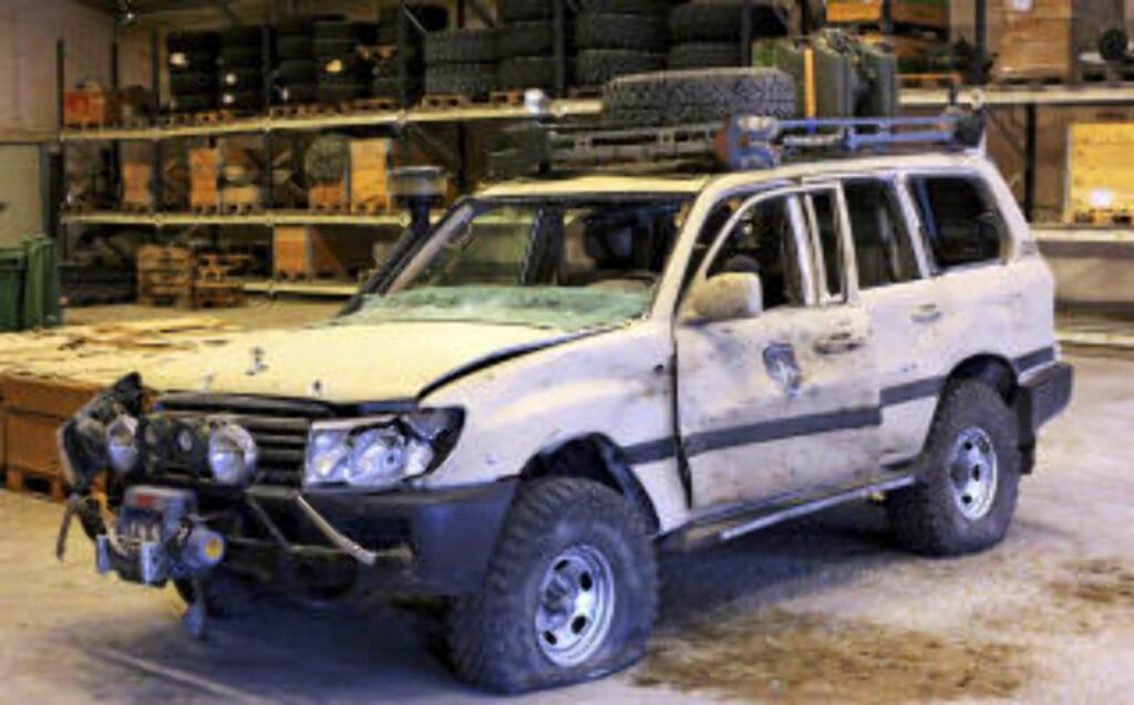 UPANSRET: Bilen som ble rammet av en veibombe eller en selvmordsbomber nær Mazar-i-Sharif i Afghanistan fredag morgen. En norsk offiser ble drept i angrepet. Foto Forsvaret / Handout / SCANPIX