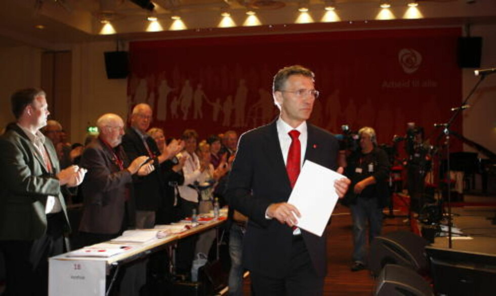 KLAPPES I GANG: Statsminister Jens Stoltenberg åpnet lørdag Arbeiderpartiets landsmøte i Oslo. Foto Knut Falch / SCANPIX