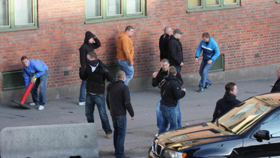 MASSESLAGSMÅL: 42 bpersoner ble tatt av politiet etter masseslagsmålene i Oslo i dag. Foto: John Ola Tollefsrud.