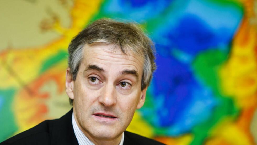 BLE I SALEN: Jonas Gahr Støre talte etter at Mahmoud Ahmadinejad hadde kommet med krasse uttalelser mot Israel mandag. Foto: SCANPIX