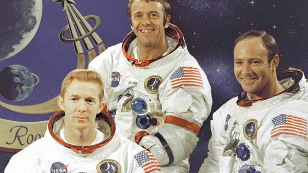 PÅ BESØK: I 1971 var Ed Mitchell (t.h) det sjette menneske som gjestet månen. Her sammen med kollegene på Apollo 14, Stuart A. Roosa (t.v) og sjefen Alan B. Shepard. Foto: NASA