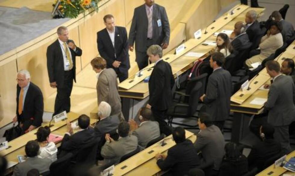 FORLOT SALEN: Flere delegater forlot salen under Ahmadinejads tale, da han begynte å kalle Israel for et rasistisk regime. Foto: EPA/SCANPIX