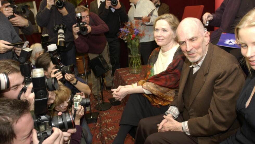 DUKKER OPP I DOKUMENTAR: Usette bilder av Liv Ullmann og Ingmar Bergman dukker opp i en ny dokumentar. Her holder de to pressekonferanse sammen i 2001. FOTO: LARS EIVIND BONES