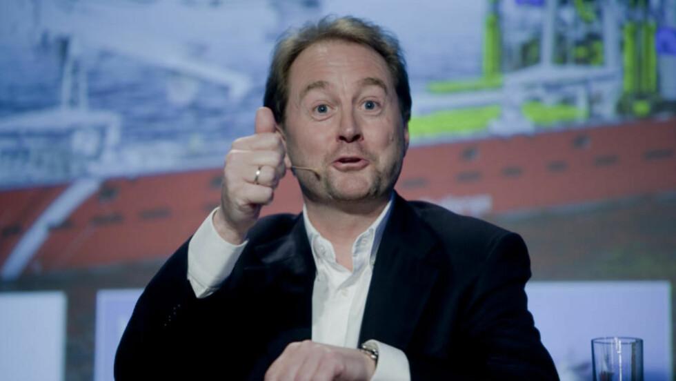 SNAKKET I DAG: Kjell Inge Røkke holdt en pressekonferanse på Månefisken i Oslo i dag.  Foto: Stian Lysberg Solum / SCANPIX