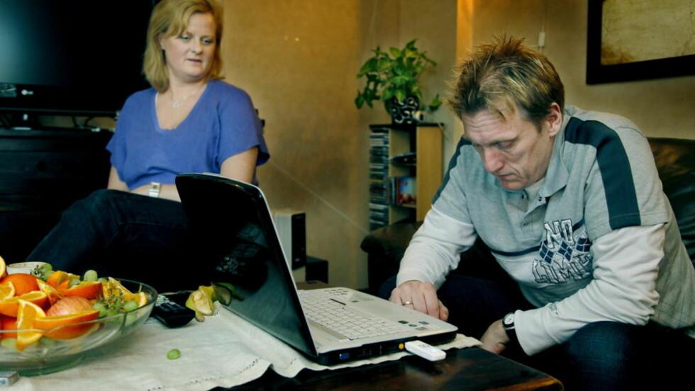 TRENGER HJELP: Spilleavhengige Terje Tonstad og kona Unni sto fram for å fortelle hvor vanskelig det er å få hjelp for problemene. Nå utvikles en ny behandling for nettspillavhengige. Foto: Jacques Hvistendahl
