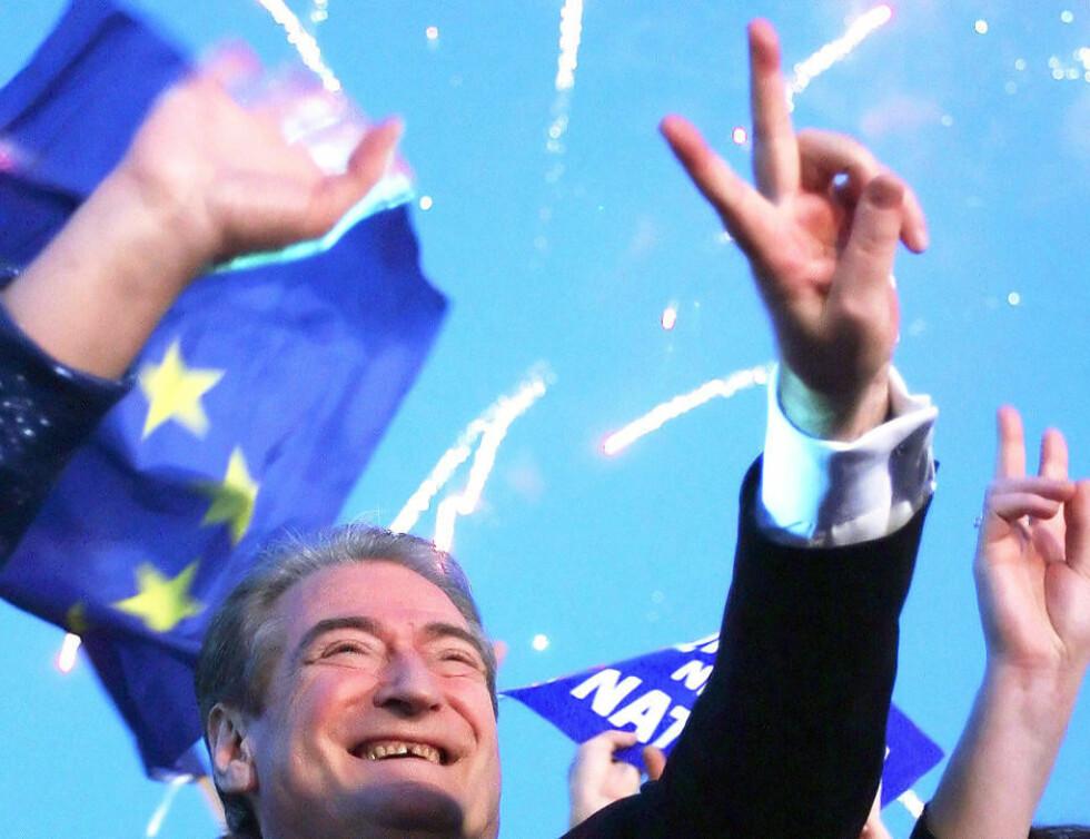 SER MOT EUROPA: Statsminister Sali Berisha har lenge vært en pådriver for å få Albania inn i EU. Foto: GENT SHKULLAKU/AFP/SCANPIX