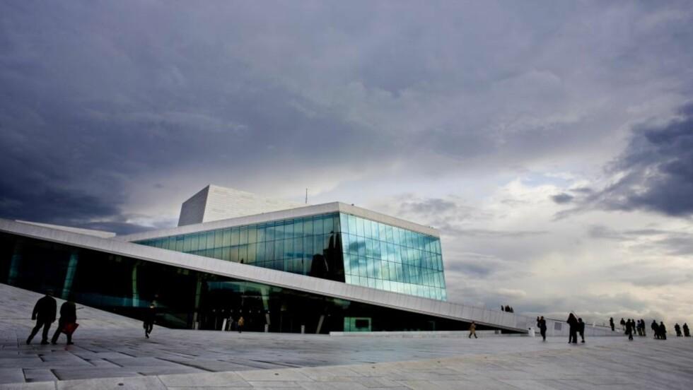 MER ENN ET BYGG: Dette mener juryen som gir Snøhetta Mies Van Der Rohe Award 2009: «Den norske Opera & Ballett i Oslo er mer enn bare en bygning. Det er først og fremst ett byrom, en gave til byen». Foto: Sara Johannessen / SCANPIX