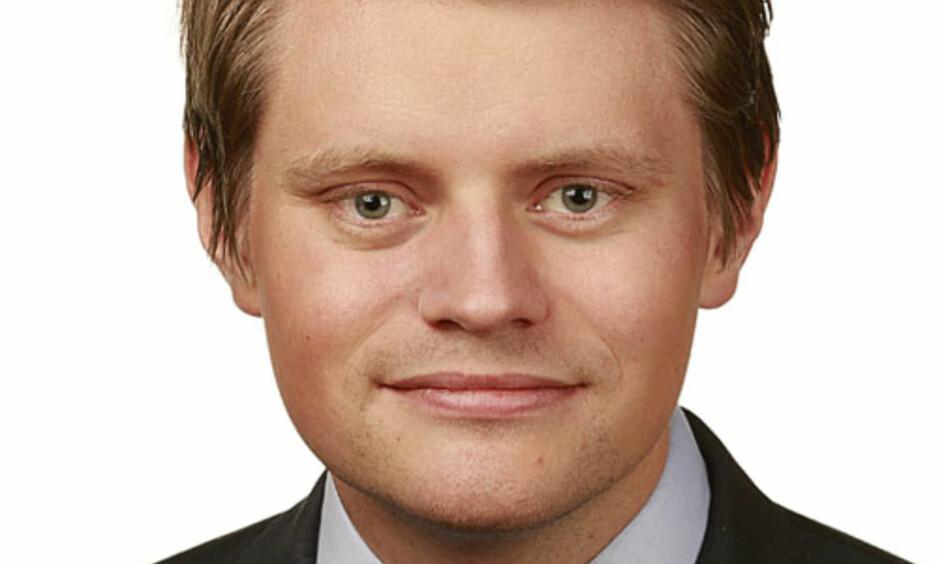 KREVER VANDEL: Stortingsrepresentant Peter Christian Frølich (H) vil forandre loven, slik at domstolene kan kreve vandelsattest fra tolkene som brukes i retten. Foto: Stortinget