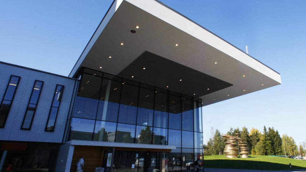 LØRENSKOG 20080928: Inngangspartiet på Akershus universitetssykehus. Det flunkende nye sykehuset tar imot pasienter på alle avdelinger fra 2. oktober. Foto: Erlend Aas / SCANPIX