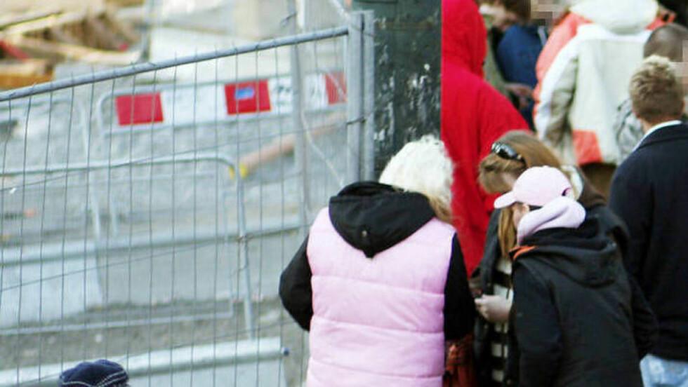 KJØP OG SALG: Handel med narkotika foregår åpenlyst utenfor Oslo Sentralstasjon. I dag skal en aksjon demonstrere utenfor Stortinget for å få politikerne til å våkne opp og ta tak i problemet. Foto: Sara Johannessen/Scanpix