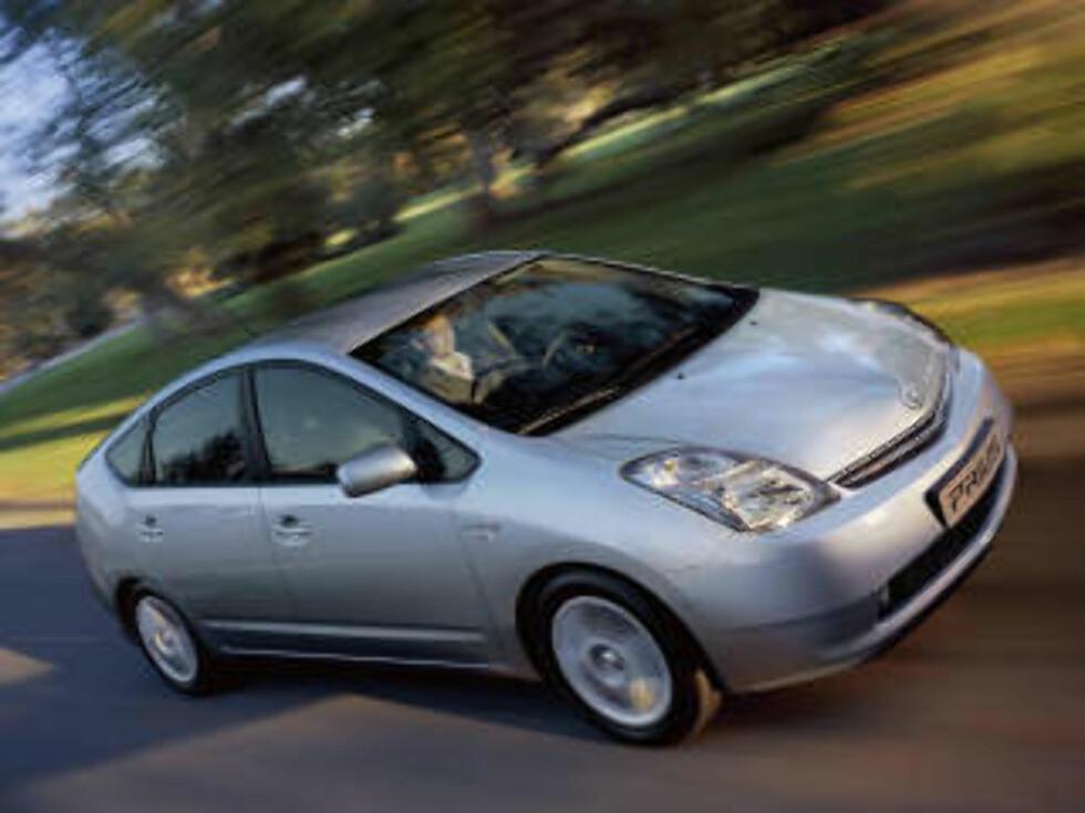 PRIUS: Toyotas Prius er det mest populære hybridalternativet, men får ikke akkurat håret til å reise seg på bilentusiasten. Foto: TOYOTA