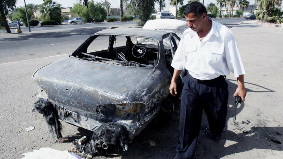 MASSAKRE: Dette er det eneste tilgjengelige bildet etter blodbadet på Nisoor-plassen i Bagdad. Her en av de sivile bilene som ble angrepet. Foto: KHALID MOHAMMED / AP