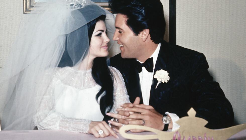 GIFT I SEKS ÅR: Priscilla og Elvis giftet seg 1. mai 1967. Her avbildet på Aladdin Hotel i Las Vegas, etter bryllupet. Foto: AP Photo/File