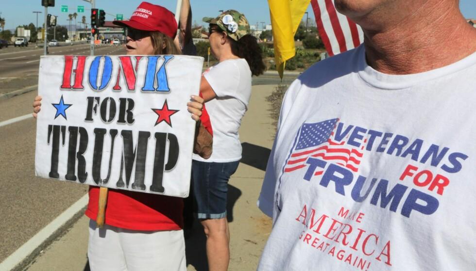 STOR AVSTAND: Mye av årsaken til politikerforakten er at avstanden mellom løfter og leveranser blir for stor – for ofte, skriver kronikkforfatteren. Bildet er fra Oceanside, California, tre dager etter valgdagen. Foto: NTB Scanpix